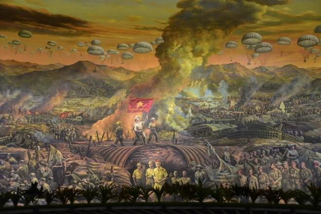 Bức tranh khổng lồ tái hiện chiến thắng lịch sử Điện Biên Phủ ảnh 1