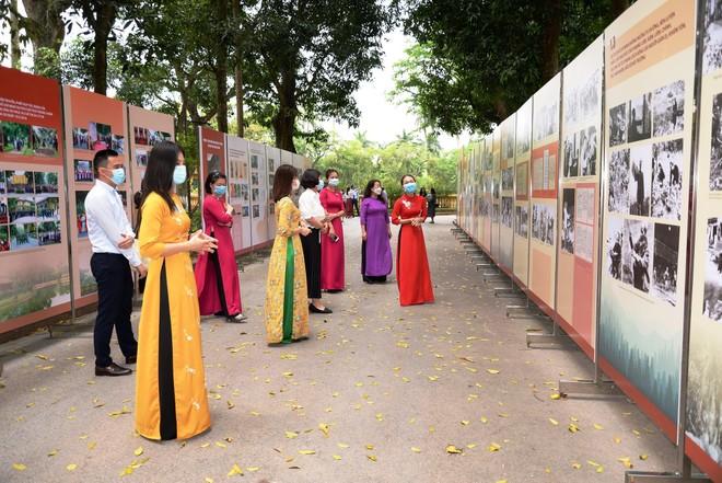"""Khai mạc trưng bày """"Học tập và làm theo tư tưởng, đạo đức, phong cách Hồ Chí Minh"""" ảnh 2"""