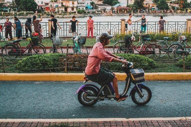 Ảnh đường phố kể chuyện về thành phố hoa phượng đỏ ảnh 2