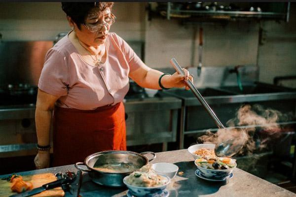 """""""Đệ nhất ẩm thực Hà Thành"""" Ánh Tuyết được đề nghị xét tặng Nghệ nhân nhân dân ảnh 1"""