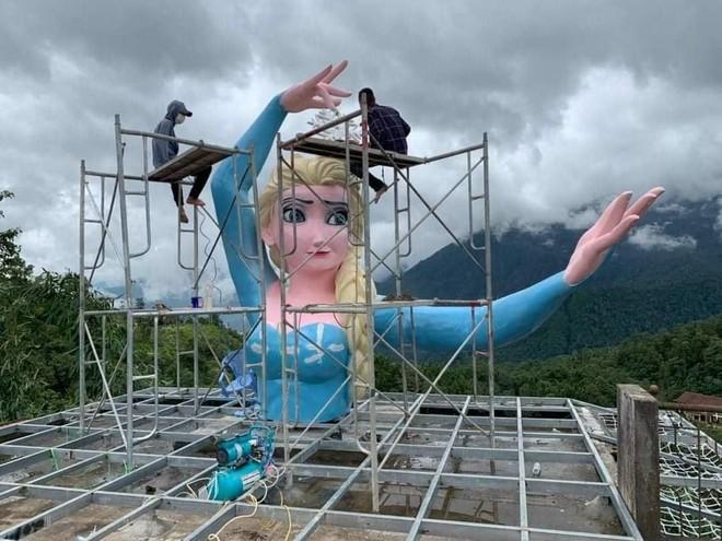 """Nữ hoàng băng giá Elsa """"phiên bản biến dạng"""": Đã đình chỉ công trình ảnh 2"""