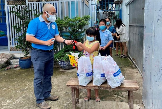 Trao 5.000 phần quà cho trẻ em bị tổn thương trong đại dịch ảnh 3