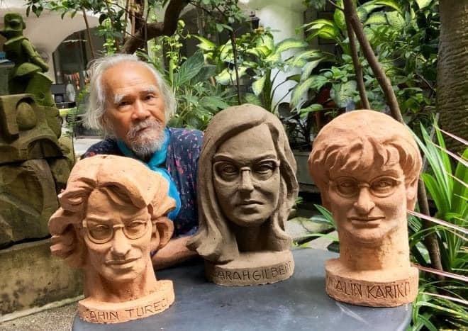 Điêu khắc gia nổi tiếng tạc tượng 3 nhà khoa học nữ điều chế ra vaccine chống Covid-19 ảnh 1