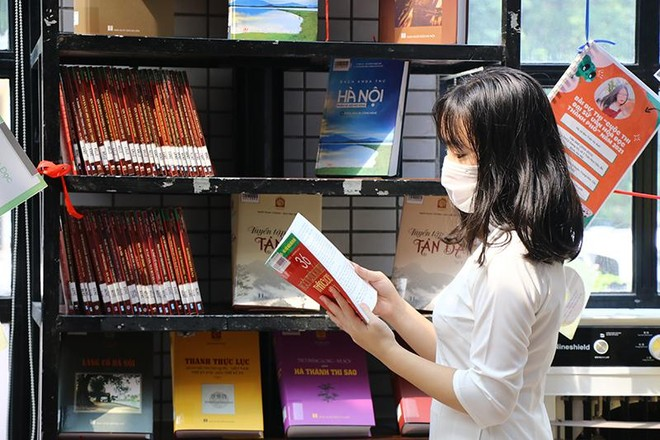 Lịch sử Hà Nội anh hùng qua những trang sách ảnh 1