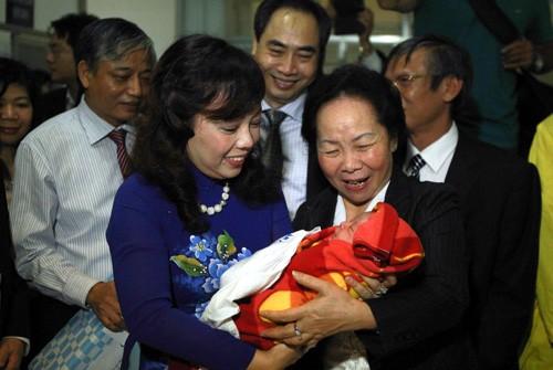 Công dân Việt Nam thứ 90 triệu là một bé gái quê Hải Dương ảnh 1