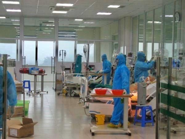 Bệnh nhân Covid-19 ở Bắc Giang rất nặng, ca nhân viên giao pizza ở Hà Nội có biểu hiện liệt cơ ảnh 1