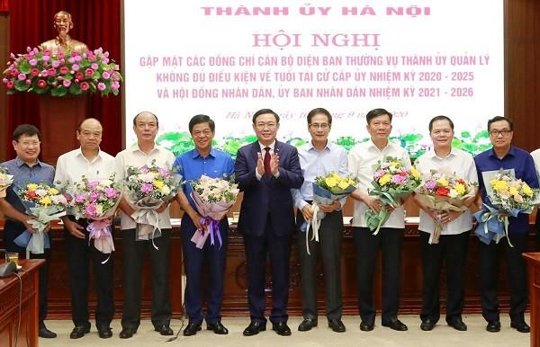 Bí thư Thành ủy Vương Đình Huệ biểu dương cán bộ quá tuổi tái cử tự nguyện xin nghỉ ảnh 1
