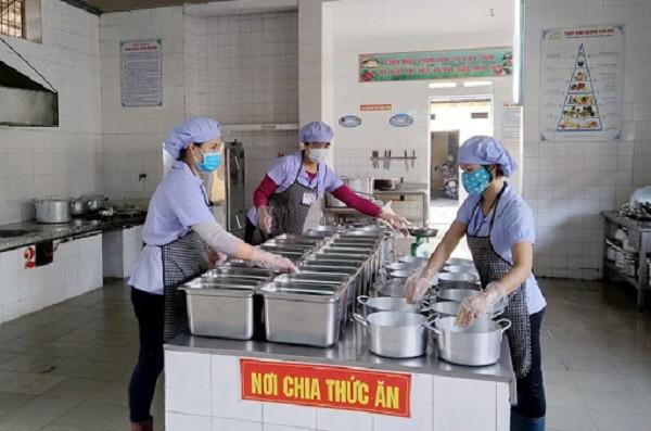 Nóng: Thêm một trường tiểu học ở Đông Anh nghi xảy ra ngộ độc thực phẩm sau bữa ăn bán trú ảnh 1