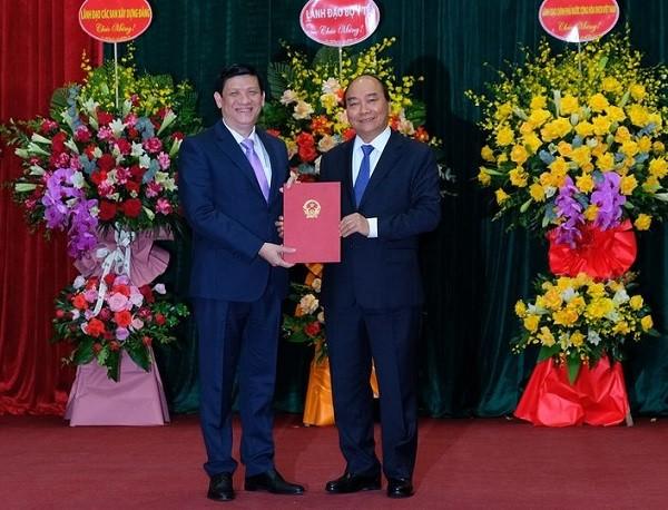 Thủ tướng trao quyết định bổ nhiệm và giao 10 nhiệm vụ cho Bộ trưởng Y tế Nguyễn Thanh Long ảnh 1