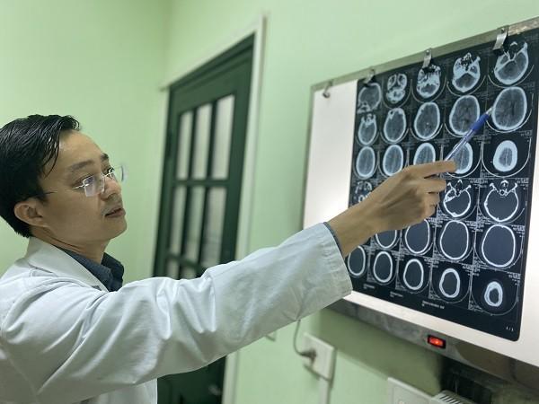 Nam thanh niên chấn thương sọ não, cụt bàn tay phải do nấu ăn bằng bếp ga mini ảnh 2