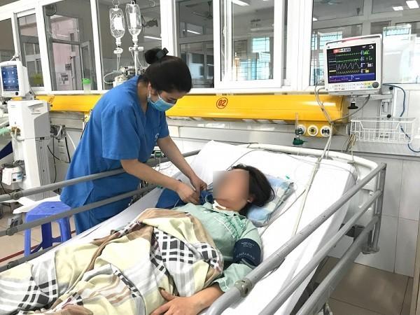 Uống liền lúc 60 viên thuốc hạ huyết áp, cô gái 31 tuổi suýt tử vong ảnh 1