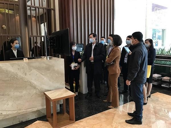 Kiểm tra đột xuất 2 khách sạn có nhiều người lưu trú cách ly phòng Covid-19 ở Hà Nội ảnh 1