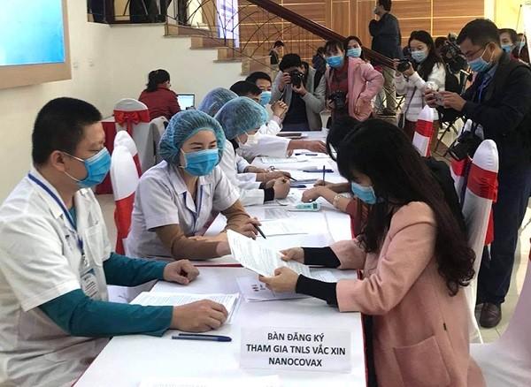 Thêm 4 ca dương tính với SARS-CoV-2, 150 người đăng ký tiêm thử vaccine Covid-19 ảnh 1