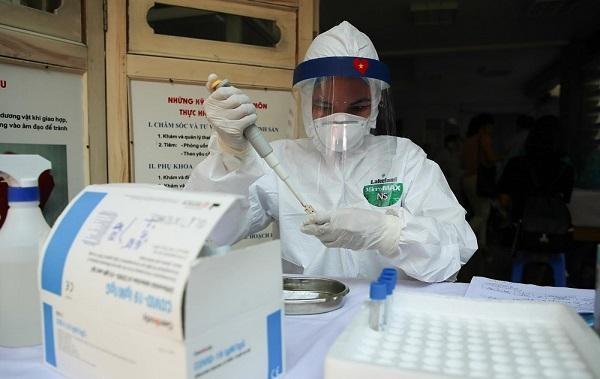 Cô gái trẻ ở Hà Nội dương tính với SARS-CoV-2 sau 3 lần xét nghiệm ảnh 1