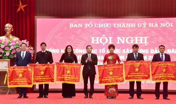 Bí thư Thành ủy Hà Nội: Phải quan tâm đến cán bộ trẻ được đào tạo bài bản ảnh 2