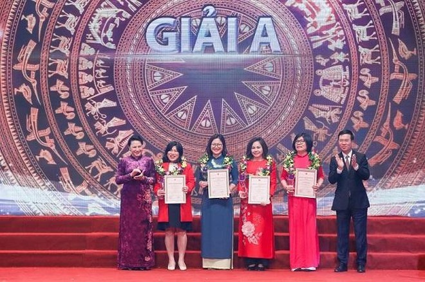 """43 tác phẩm được trao Giải báo chí """"75 năm Quốc hội Việt Nam"""" ảnh 1"""