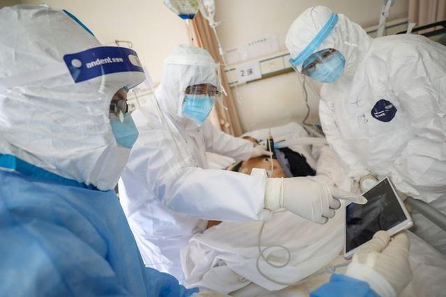 Một bệnh nhân Covid-19 ở Hà Nội diễn biến nặng, đang xem xét lọc máu và chạy ECMO ảnh 1