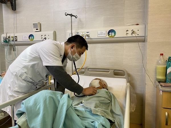 Trời lạnh, mỗi ngày, hàng trăm bệnh nhân đột quỵ nhập viện cấp cứu ảnh 1