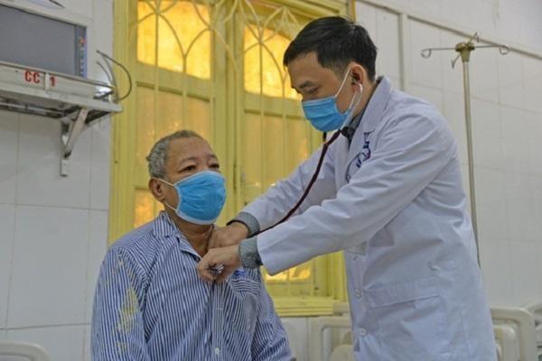 Nhập viện cấp cứu vì bỏ đơn bác sĩ kê để uống viên sủi giá gần 3 triệu đồng ảnh 1