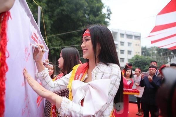 Nhiều Hoa hậu, Á hậu, cầu thủ, nghệ sĩ nổi tiếng hưởng ứng Chủ nhật đỏ 2021 ảnh 5