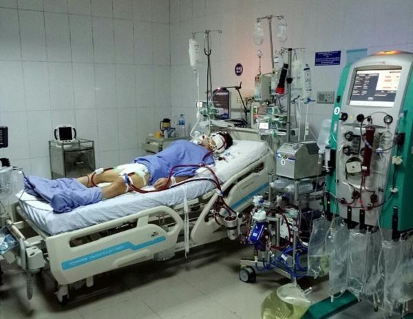 """Lần đầu tiên bệnh viện tỉnh dùng """"ECMO kép"""" để cứu bệnh nhân thập tử nhất sinh ảnh 1"""