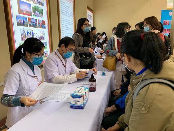 Rất đông người tình nguyện đăng ký tiêm thử nghiệm vaccine phòng Covid-19 thứ hai do Việt Nam sản xuất ảnh 1