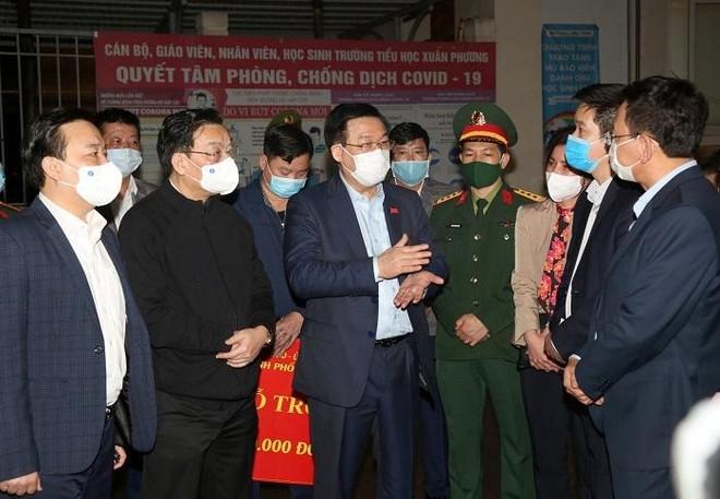 Thường trực Thành ủy Hà Nội kiểm tra đột xuất công tác chống dịch Covid-19 tại Xuân Phương ảnh 1