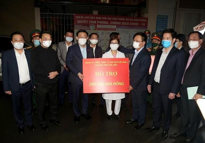 Thường trực Thành ủy Hà Nội kiểm tra đột xuất công tác chống dịch Covid-19 tại Xuân Phương ảnh 2