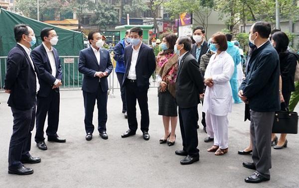 Hà Nội yêu cầu Bí thư, Chủ tịch quận/huyện không được rời Thủ đô dịp Tết để chống Covid-19 ảnh 1