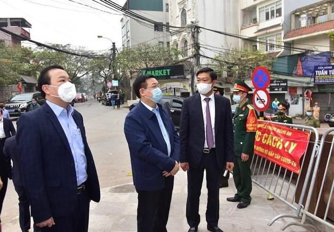 Bí thư Thành ủy Hà Nội kiểm tra phòng Covid-19 tại Tây Hồ: Phải cấp tốc tìm nguồn lây của BN2229 ảnh 1