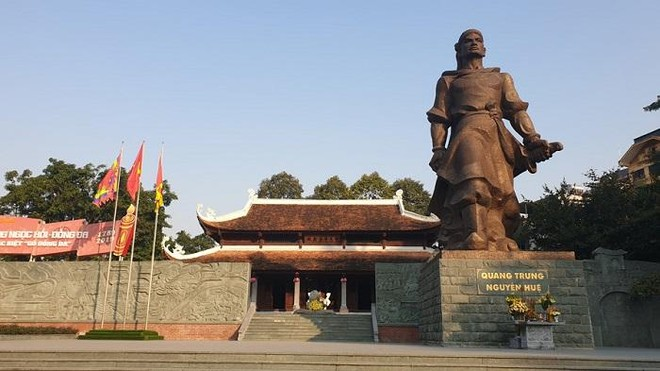 Thường trực Thành ủy Hà Nội dâng hương tưởng nhớ Quang Trung - Nguyễn Huệ ảnh 1