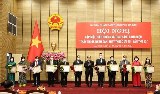 Danh sách 3 Thầy thuốc Nhân dân và 43 Thầy thuốc Ưu tú của Hà Nội vừa được phong tặng ảnh 1