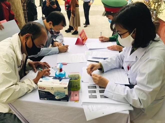 35 tình nguyện viên đầu tiên được tiêm thử nghiệm vaccine Covid-19 giai đoạn 2 ảnh 1