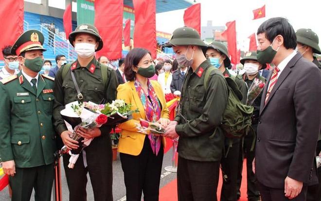 Bí thư Thành ủy Vương Đình Huệ động viên tân binh huyện Đông Anh lên đường nhập ngũ ảnh 3
