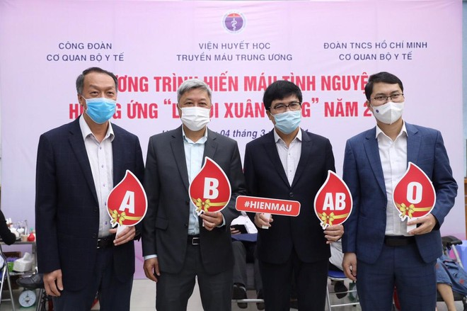 Thứ trưởng Y tế Nguyễn Trường Sơn cùng nhiều Cục trưởng, Vụ trưởng... hiến máu ảnh 3