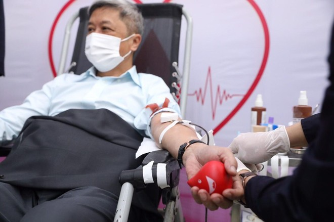 Thứ trưởng Y tế Nguyễn Trường Sơn cùng nhiều Cục trưởng, Vụ trưởng... hiến máu ảnh 1