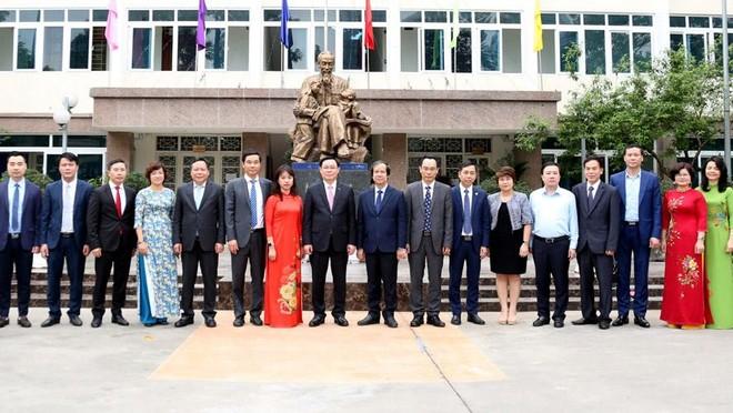 Bí thư Thành ủy Vương Đình Huệ cảnh báo về tỷ lệ sinh viên nhập học Đại học Thủ đô giảm ảnh 1