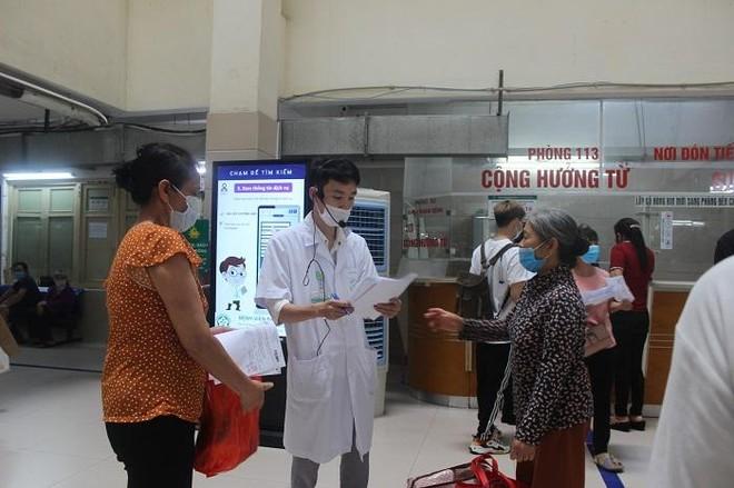Phía sau những ồn ào ở Bệnh viện Bạch Mai: Người bệnh được lợi gì? ảnh 7