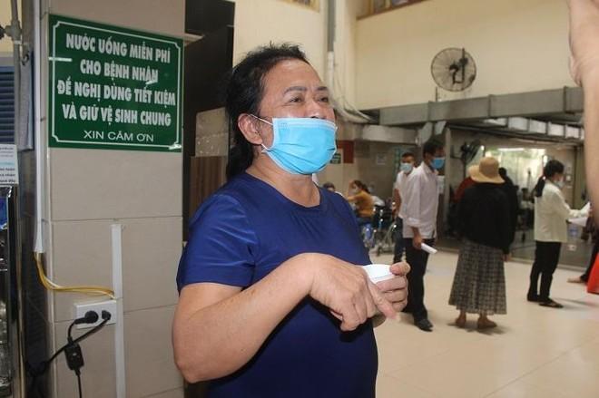 Phía sau những ồn ào ở Bệnh viện Bạch Mai: Người bệnh được lợi gì? ảnh 6