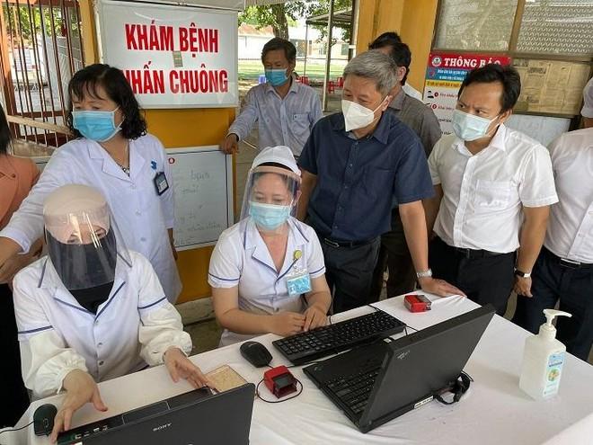 Hai mẹ con chuyên gia người Anh cùng 4 người nhập cảnh Việt Nam mắc Covid-19 ảnh 1