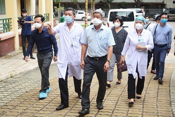 Thứ trưởng Bộ Y tế Nguyễn Trường Sơn âm tính với SARS-CoV-2 nhưng tiếp tục cách ly ảnh 1