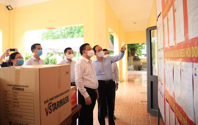 Bí thư Thành ủy Hà Nội kiểm tra tại Bệnh viện Nhiệt đới: Đề nghị bệnh viện bình tĩnh, tỉnh táo ảnh 2
