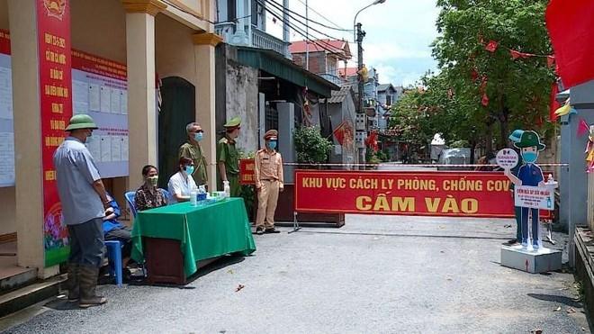 Vĩnh Phúc: Cách ly xã hội thị trấn Yên Lạc, thêm 38 ca nghi mắc Covid-19 ảnh 1