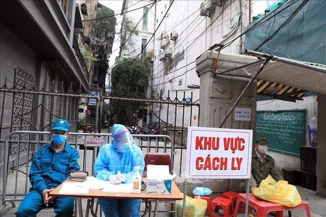 Mới: Hà Nội thêm 8 ca dương tính SARS-CoV-2, 4 người bị lây do tiếp xúc ở sân bóng ảnh 1