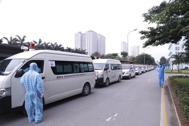 Di chuyển 500 người từ Bệnh viện K đến cơ sở cách ly tập trung của Hà Nội ảnh 1