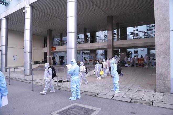 Di chuyển 500 người từ Bệnh viện K đến cơ sở cách ly tập trung của Hà Nội ảnh 2