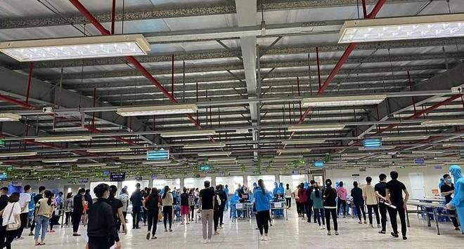 Lấy mẫu khẩn cấp gần 80.000 công nhân ở khu công nghiệp Vân Trung để xét nghiệm Covid-19 ảnh 5
