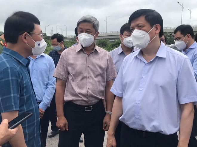 Bộ trưởng Y tế kiểm tra chống dịch tại Bắc Giang, đề nghị phong tỏa toàn huyện Việt Yên ảnh 1
