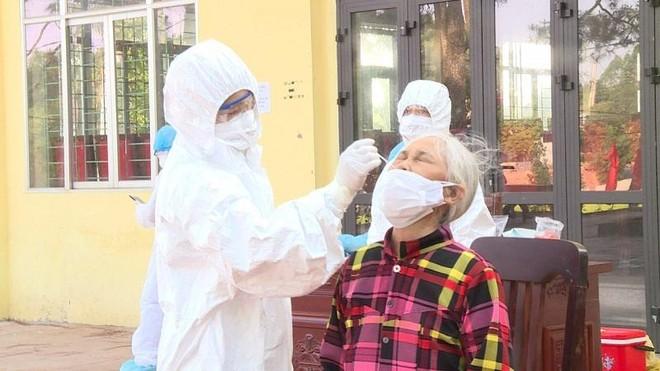 Đoàn Hà Nội tiếp nhận, xét nghiệm SARS-CoV-2 cho hơn 10.000 mẫu tại tỉnh Bắc Giang ảnh 1