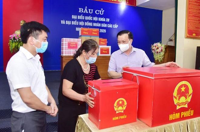 Bí thư Thành ủy Hà Nội: Sẵn sàng tăng mức hỗ trợ cao nhất cho lực lượng chống dịch Covid-19 ảnh 1